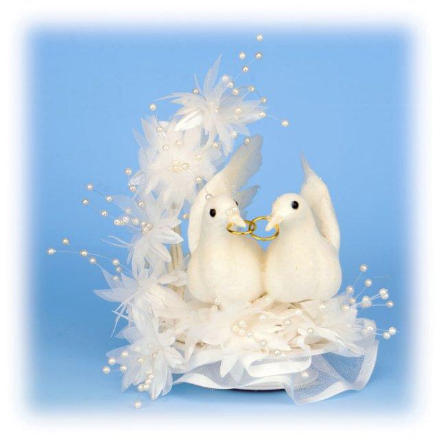 Nase male pripravy (2 svadby behom 1 roka)  ;)) - A tu je su moje holubicky favoritky na tortu