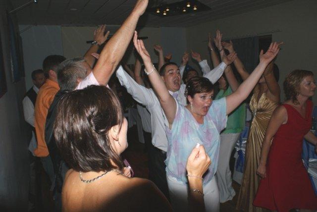Ala{{_AND_}}Petrík - a takuto zabavu sme mali...spievali sme YMCA strasna fotka ale uzasna zabava:-)