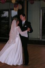 prvý novomanželský tanec, troška sa nám triasli kolená