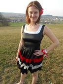Krátké saténové šaty, 36