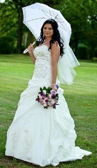 Svatební šaty (ručně vyšívané ozdoby) - Obrázek č. 1