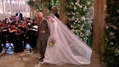 Meghan k oltáři doprovodil princ Charles
