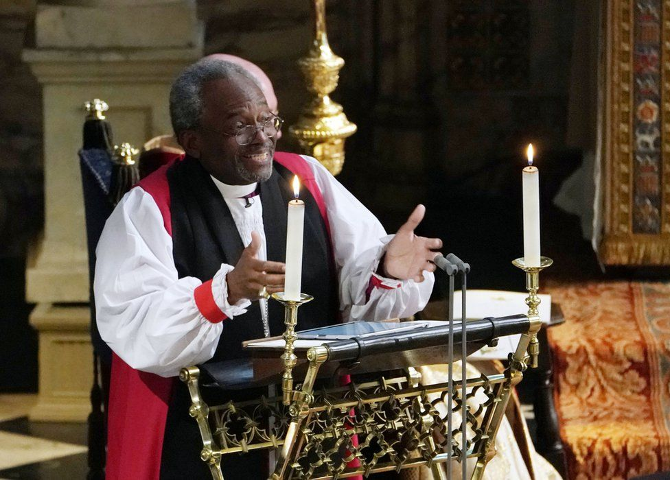 Princ Harry a Meghan Markle - Biskup Michael Curry