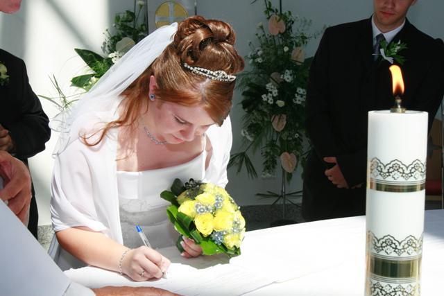 Katka Janečková{{_AND_}}Palino Varga - podpisovanie...