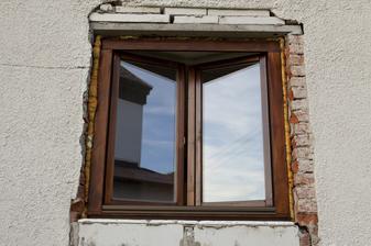 Natřený nový okno, obývák.