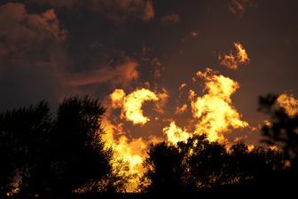Západ slunce z našeho obýváku ze 4.10.2012