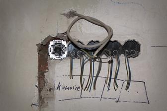 Vypínač ke světlu k linnce a zásuvky na spotřebiče