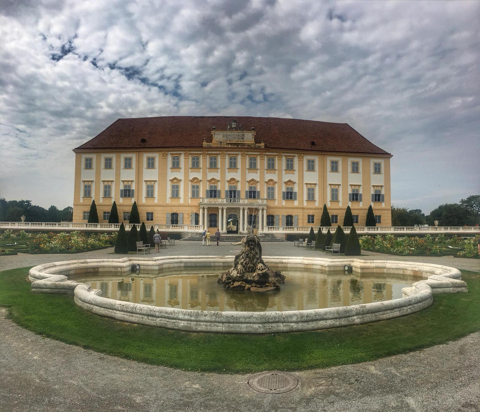 djhusenica - Sloss Hof, Rakúsko