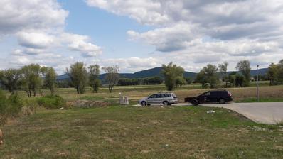 konecne je pozemok naaas :-) takyto budeme mat vyhlad na hory, rieku a zrucaninu hradu