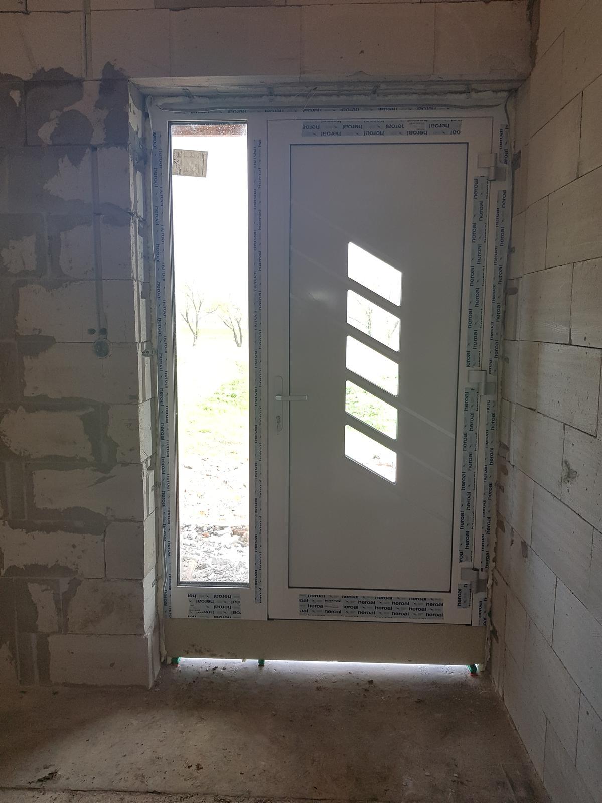 Zaciname stavat nas sen - hlinikove vchodove dvere od Slovaktual