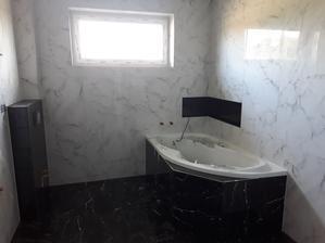 Hotovo este wc, umyvadlo, zrkadlo, sprchac, baterie a zelene doplnky a bude to tip top :)