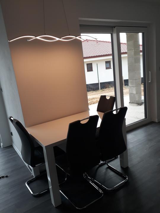 Svetlo nad jedalenskym stolom