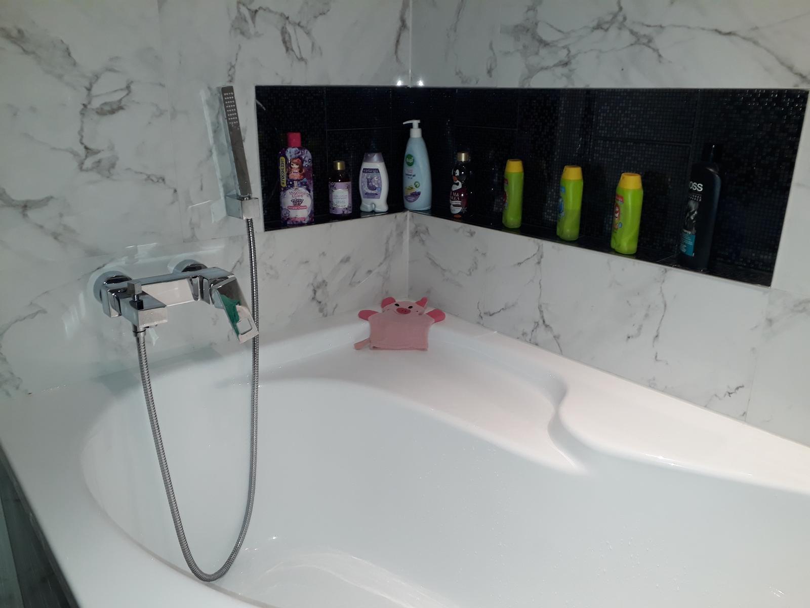 Zaciname stavat nas sen - Konecne drziaky na sprchu namontovane