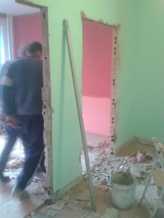 Rekonstrukce - Tady budou nové dveře
