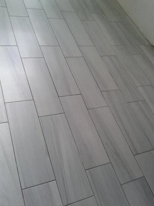 Rekonstrukce - Pokládáme dlažbu v kuchyni, na chodbě a v šatně.....