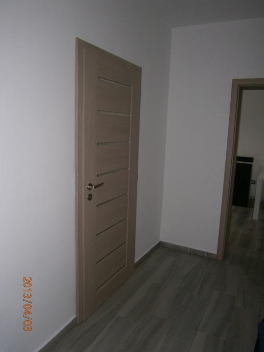 Kuchyně... Už se blíží stěhování! :-D - Špatná barva a ještě špatně usazené, protože nemáme rovné zdi...