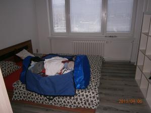 Stěhování, není to kam dávat... skříně se teprve dělají...