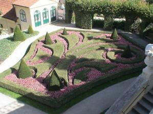 Vrtbovskou zahradu můžu fakt doporučit....