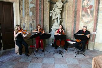 Tento kvartet nám celý obřád nádherně podbarvil hudbou, také doporučuji ....
