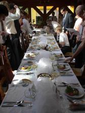 Hostina byla v Mlýnském domově v Jinočanech, úžasně se o nás starali, všichni hosté jídlo chválili a ani to všechno nevyšlo draho :o), takže také jeden typ pokud si někdo lámete hlavu, kam na hostinu :o)