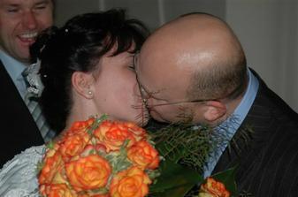 manželské políbení