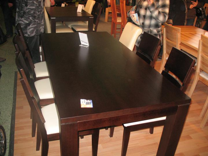 Inšpirácie - Perfektne masivne stoly,toto je moreny buk, dufam, ze aj moj bude taky pekny :))) nábytok Karpiš, inak od nas z Prievidze :)