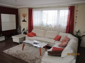 Novy koberec ( stary  sa stal po oprati nepeknym) a  nove zavesy, konecne som zohnala idealnu farbu !!! inak fotka je tmavsia,  je sychravo a stena posobi  akoby bola  tmavaaaaa.. do Vianoc hadam bude aj novy stol :)