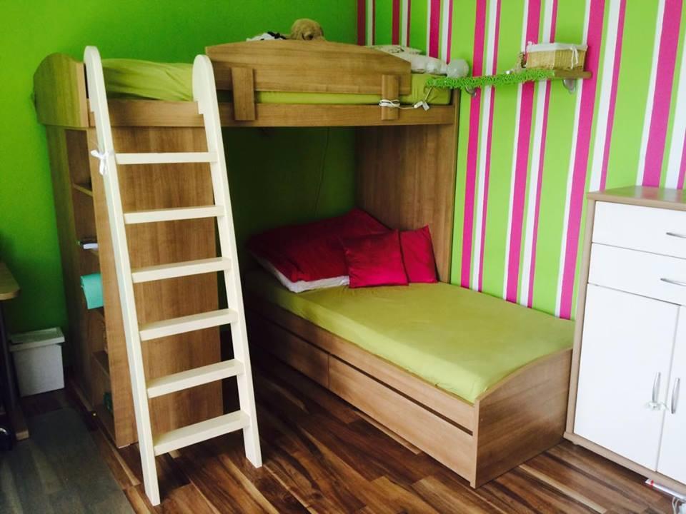 Detska - studentska izba - posledne dni s poschodovou postelou.. bola fajn, , ale uz ma noveho majitela a tesia sa z nej , to som rada, ze este posluzi