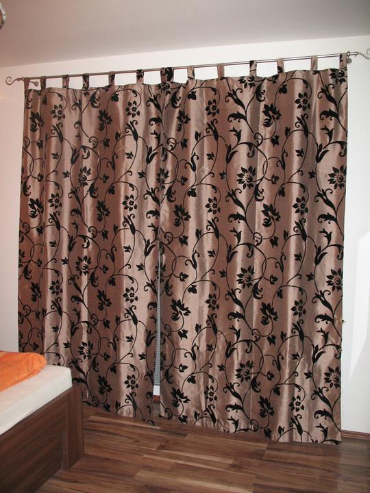 Hniezdocko II - ideme do finale... - Huraaa , garniža v spalni od vcera namontovana :) :)  a moj zaves este z bytu zatial tiež posluži....