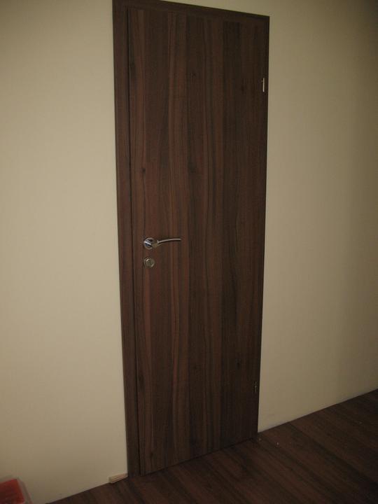 Hniezdocko II - ideme do finale... - spajzove dvere a do maleho WC su plne , 60cm sirka....