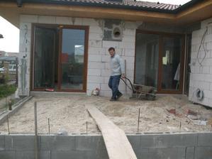 konecne sa nam rysuje terasa!!!