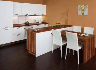 Inšpirácie - kuchyna obycajna,ale dobre napojene sedenie :)