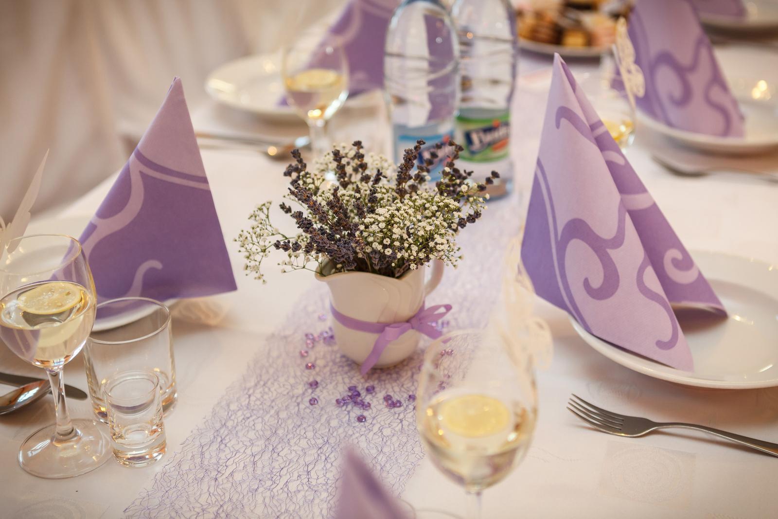 Baby, ak chystate svadbu v levandulovej/svetlofialovej farbe, nazrite do mojho bazarika. Mozno sa vam bude nieco hodit ;-) - Obrázok č. 2