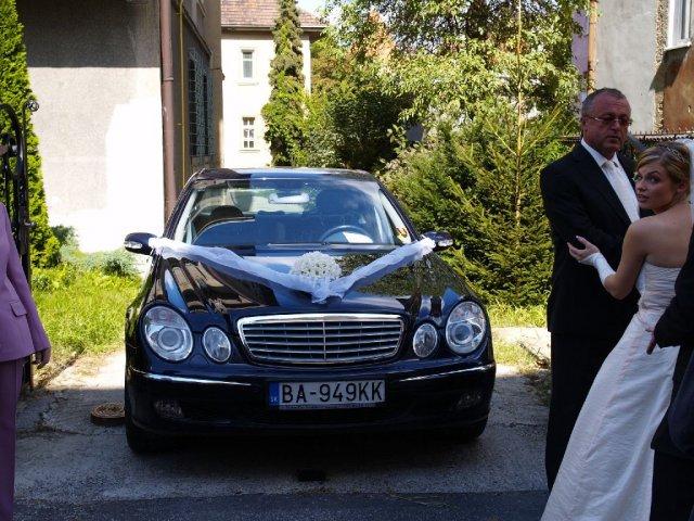 Michaela Gerekova{{_AND_}}Michal Markulak - nevestino auto
