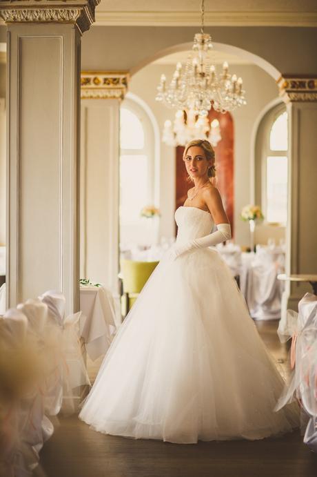 Luxusni ivory šaty s perlami Oksana Mukha  - Obrázek č. 1
