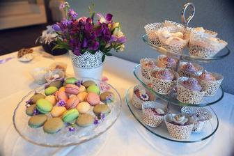domáce muffinky som zdobila so sesternicami + macarons na objednávku