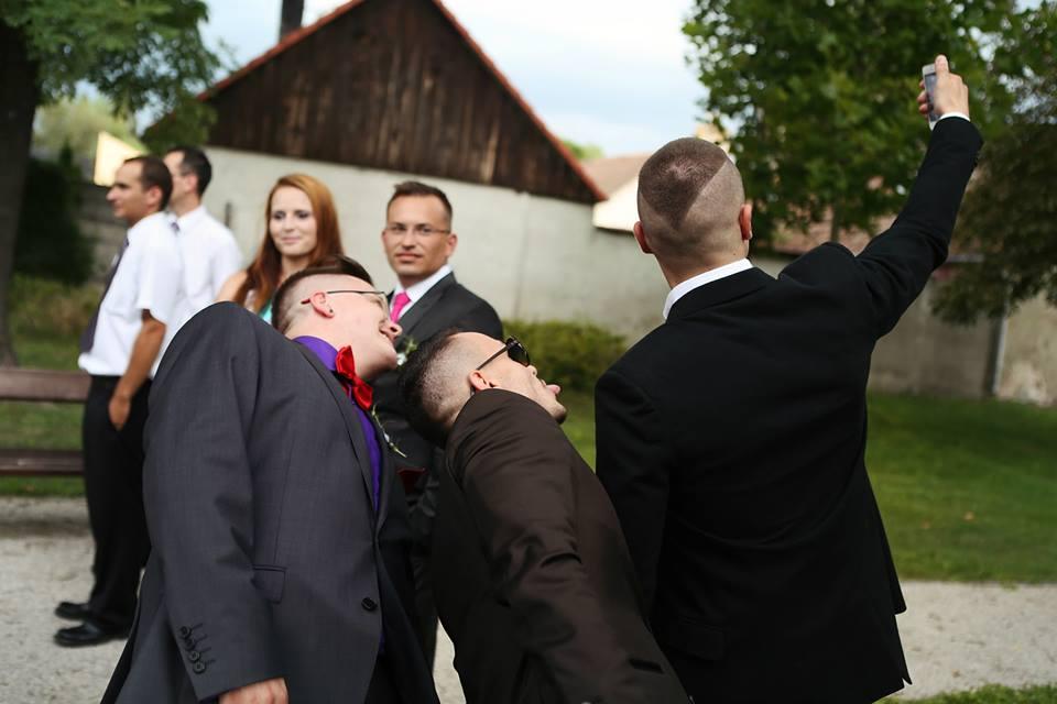 Michaela Papanek{{_AND_}}Juraj Papanek - takto to dopadne keď vás fotografka pristihne pri fotení selfie fotky :D :)