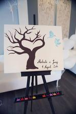náš svadobný strom s pečiatkami na odtlačky prstov