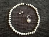 Set perlový náhrdelník, náušnice a prsteň,