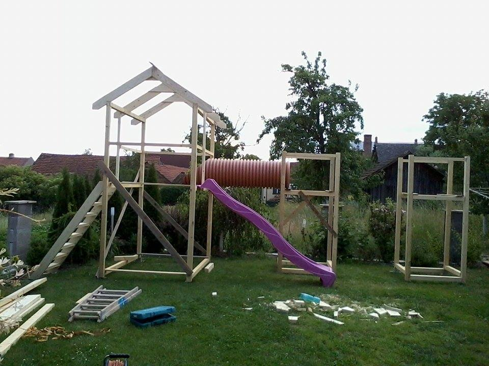 Domácí dětské hřiště - ..když je potřeba zabavit dvě děti a třetí je na cestě.. postavíme jim domácí dětské hřiště