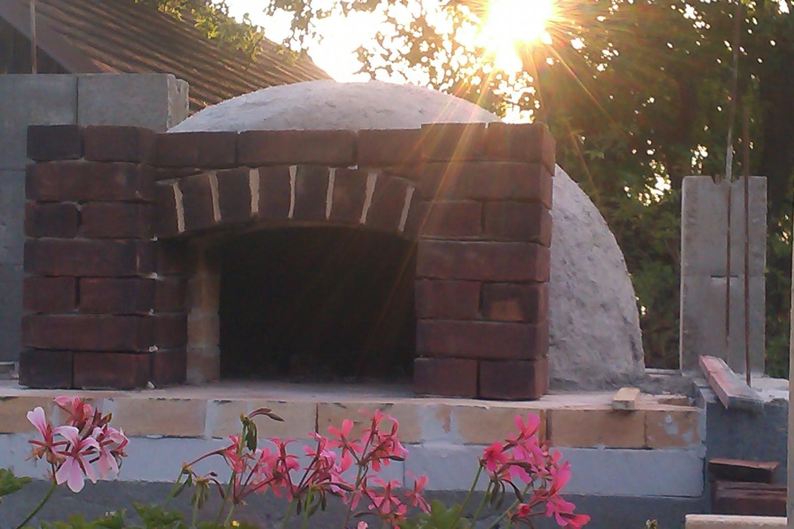 Stavíme letní kuchyň svépomocí, - ráno raníčko, když vysvitne sluníčko