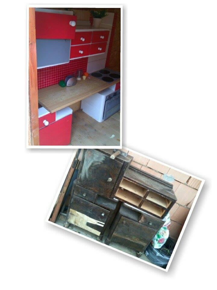 Domácí dětské hřiště - slibovaná retro kuchyňka vyrobená ze starého prahstarého toaletního nábytku a dvou nočních stolků , ještě budu měnit pracovní desku, tady ta je provizorní, je totiž krátká