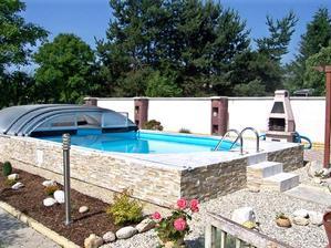 až dostavíme terasu, tak mi manžel slíbil že mi bazén postaví.. (prý až koupíme ještě nové auto) ukládám si fotku, jelikož úplně zakopaný nejspíš nebude
