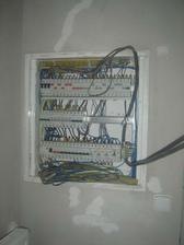 elektro- manžel si zapojoval sám, snad je to dobře... mělo by být když je elektrikář,že....