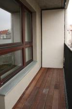 Balkon - krasny rost z tropickeho dreva