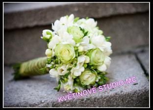 svatební kytice karafiát a frézie