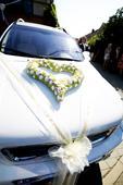dekorace na auto nevěsty a ženicha ,