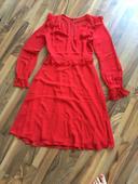 Červené nenošené šaty, 38