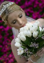 biele tulipany a nezabudky