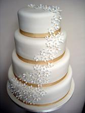 pekná svadobná tortička
